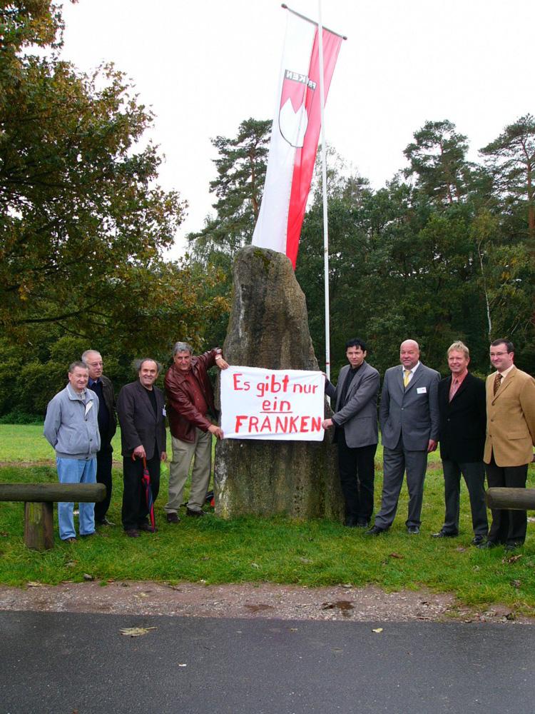 2004 FB Demo am Drei-Dreifrankenstein v.l. A.Stöcklein,N.Gramlich,H.M.Reusch,J.Kalb,M.Hofmann,,G,Geißler, Bg.meister R Hofmann,E.Nickel.JPG