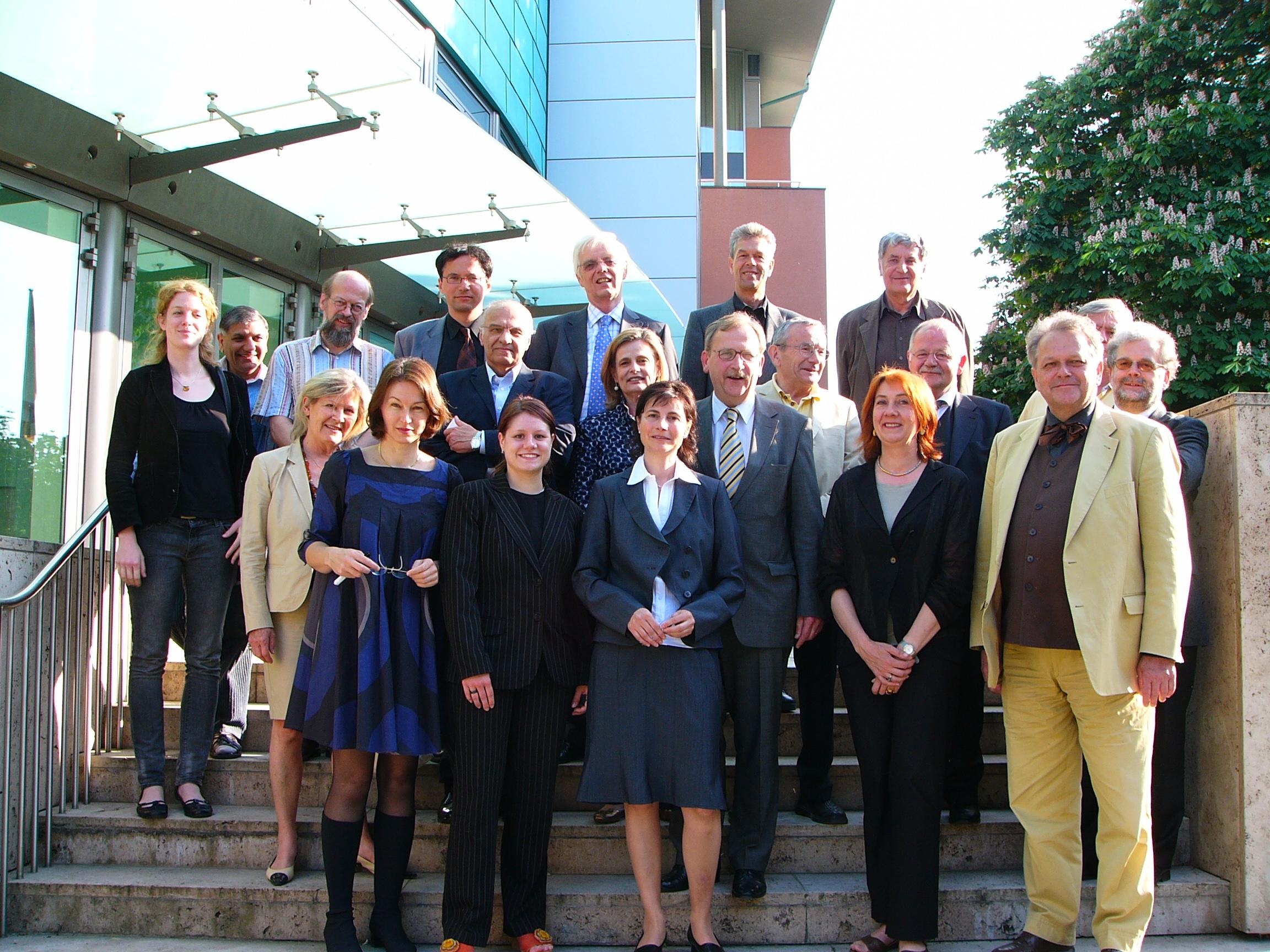 2008 Berlin M.H. J.K. mit der Leopold -Kohr Stiftung in der Österreichischen Botschaft in Berlin.JPG