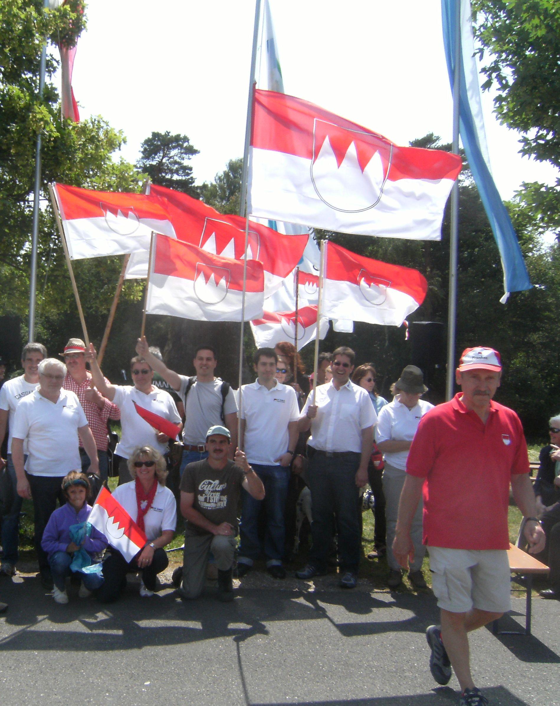 2011 6 Am Dreifrankenstein Rot-weiß verdeckt weiß-blau
