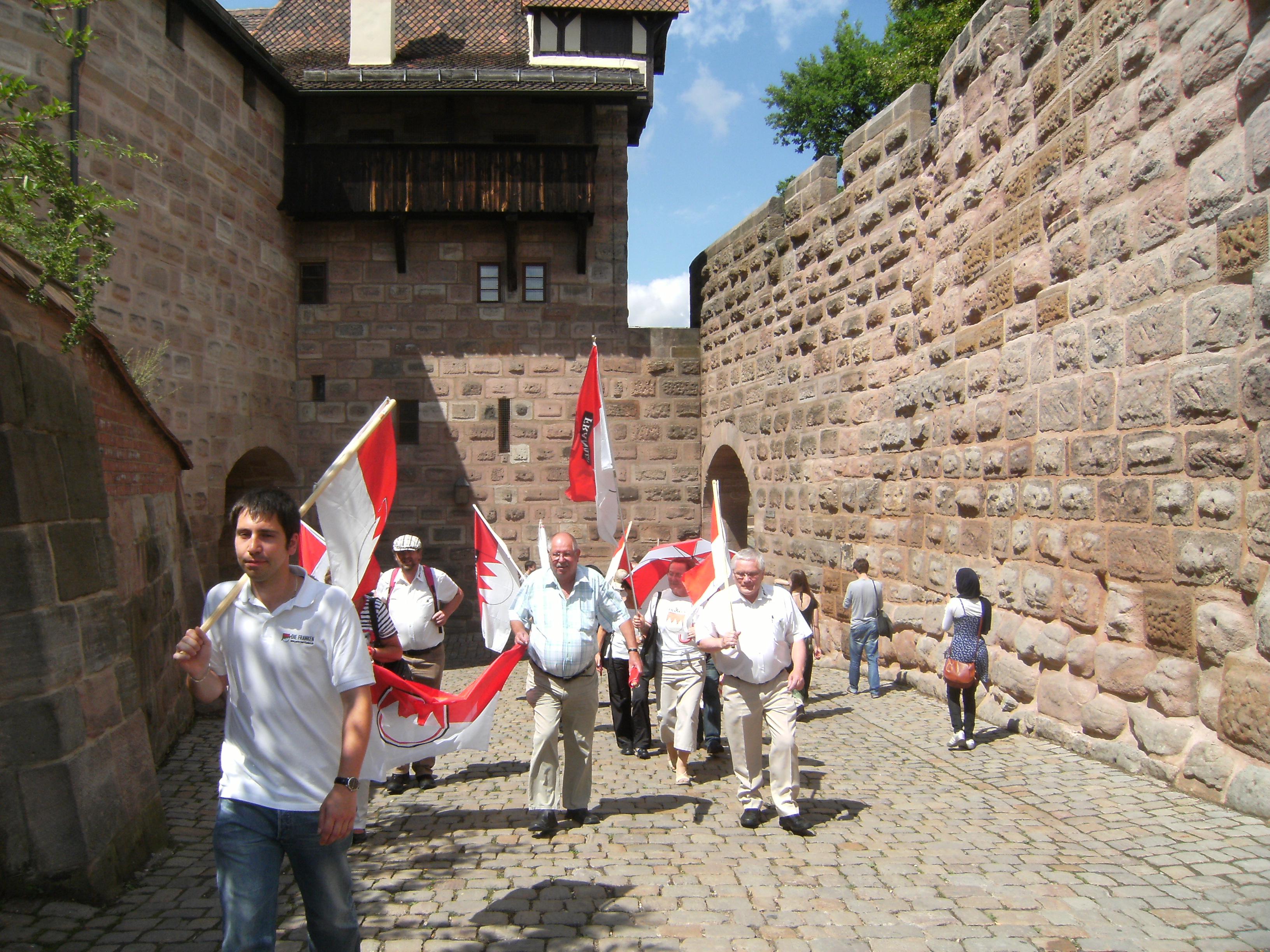 2012 7 Tag der Franken Marsch zur Kaiserburg Nbg.